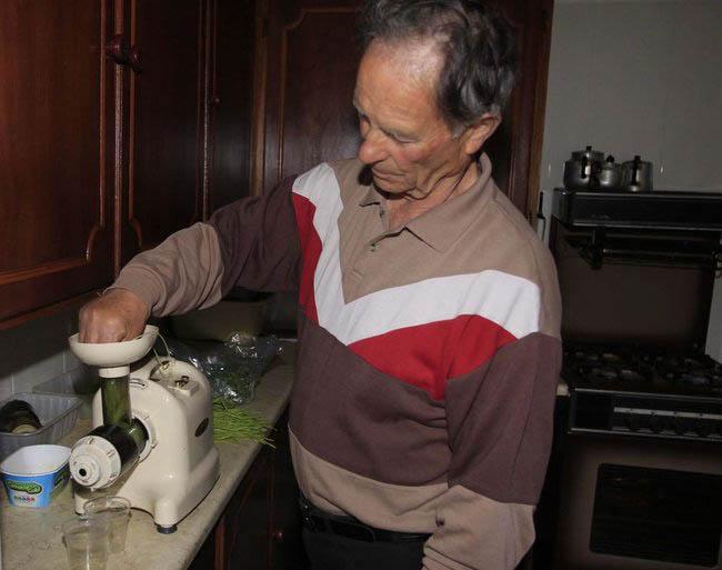 Ierse boer (74) geneest eigen kanker met tarwegras